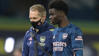 Photo of Arsenal enhance with Bukayo Saka 'solely struggling bruised knee' after limping off towards Leeds however will miss Molde conflict